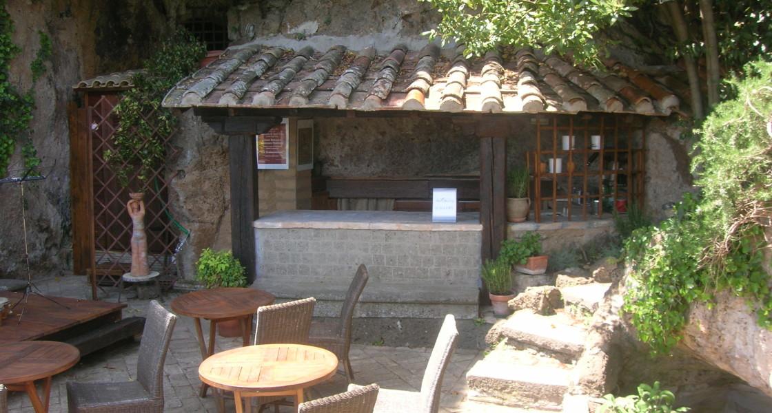foto    giardino  sfondo   tettoia e  banco bar